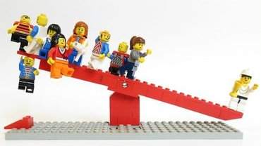 Reichtum umverteilen - Lego