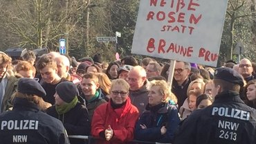 Protest gegen den AfD- Kreisparteitag vor dem Geschwister-Scholl-Gymnasium