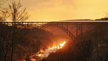 Die Müngstener Brücke bei Abenddämmerung