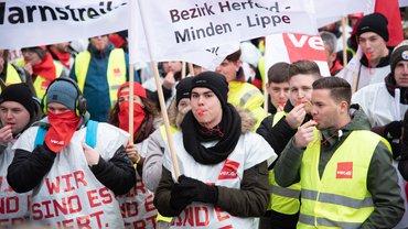Streikende bei der Uniper Zentrale in Düsseldorf am 15.01.2019