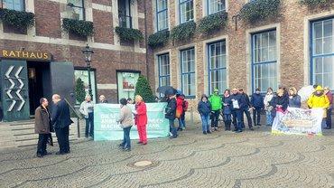 Protestaktion gegen Verkauf von Sana-Anteilen durch die Stadt