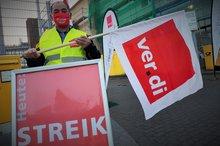 Warnstreik bei der Deutschen Post AG in Wuppertal