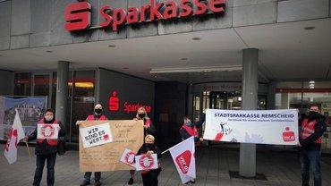 Warnstreik bei der Sparkasse Remscheid am 8.10.2020